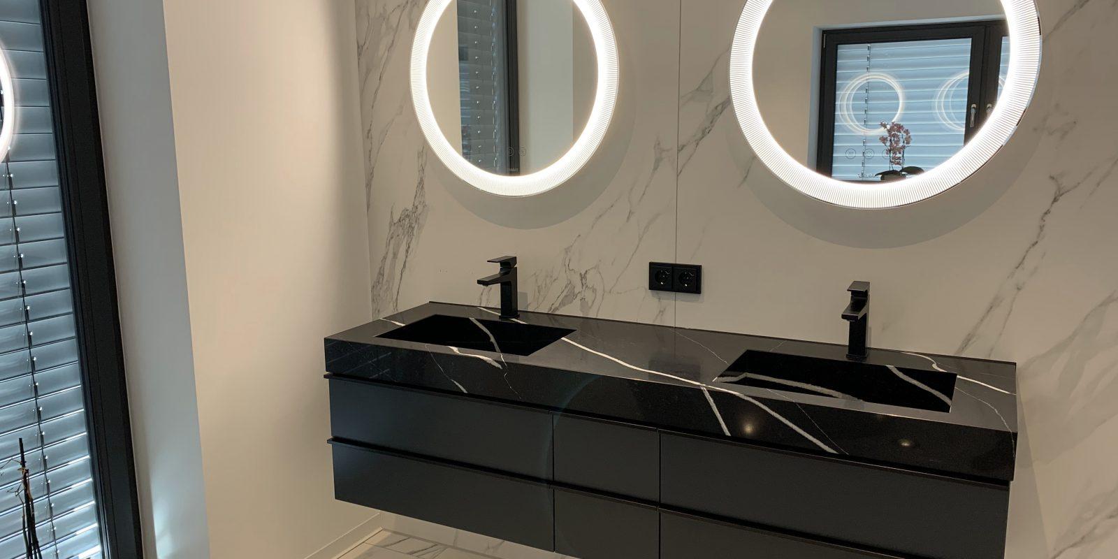 Hochwertiges Badezimmer im Mamor-Design